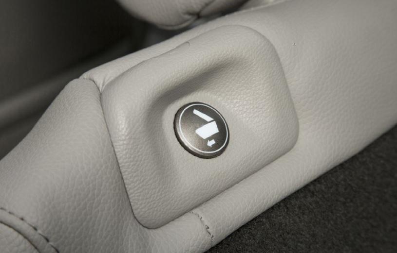 206 Pilot seat button