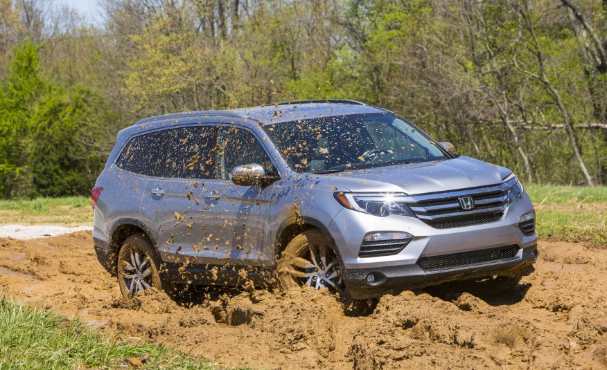 2016-Honda-Pilot IN THE MUD